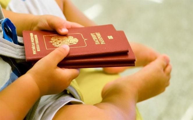Картинки по запросу заграничный паспорт для детей в два раза быстрее
