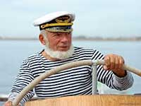 Моряк за штурвалом