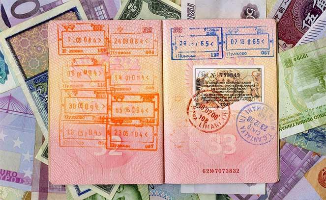 Снятие денег с социальной карты приставами